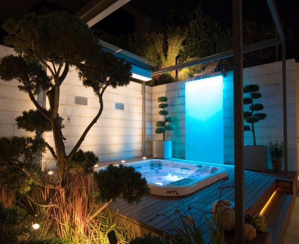 Photos spas r alisation spas d1 spas suisse for Lux salon and spa